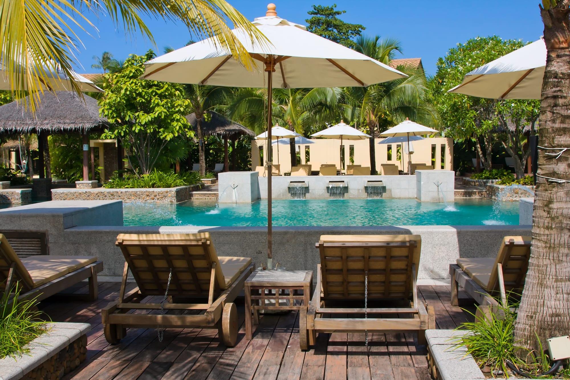 A beautiful backyard swimming pool area